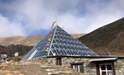 Caleffi ai piedi dell'Everest